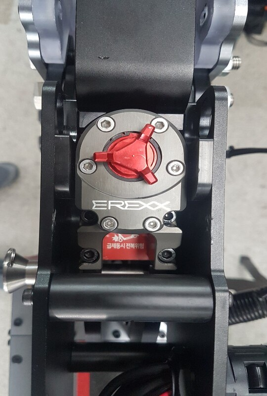erexx steering damper installed in currus electric scooter